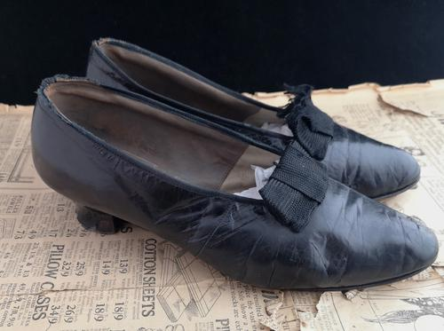 Antique Ladies Leather Shoes, Bow Front c.1910 (1 of 11)