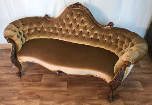 Victorian Couch (1 of 9)