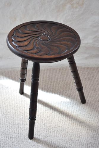 Small Oak Occasional Table with Carved Circular Top (1 of 10)