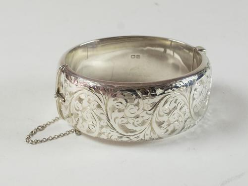 Vintage Chester Sterling Silver Engraved Hinged Bangle (1 of 6)