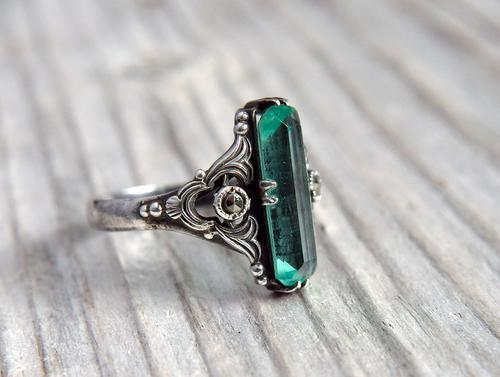 Vintage Art Deco Sterling Silver & Green Glass Ring, Possibly American (1 of 10)