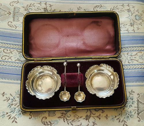 Beautiful Victorian John Millward Banks Solid Silver Salt & Spoon Cased Set Birmingham 1890 (1 of 9)