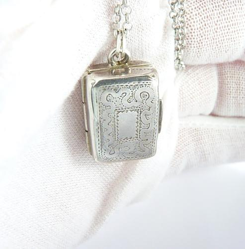 Sterling Vinaigrette with Silver Necklace (1 of 8)