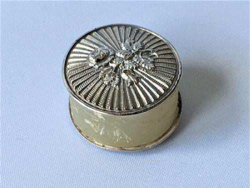 Delightful Georgian Silver Cotton Waxer (1 of 4)