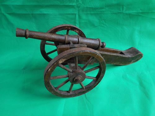 Wooden Model of a Field Cannon (1 of 4)