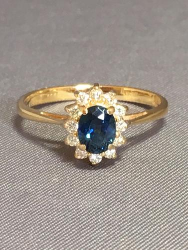 18ct Yellow Gold Sapphire & Diamond Cluster Ring. Edinburgh 1981 (1 of 6)