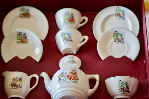 Delightful Early 20th Century Art Deco Period Child's Tea Service c.1910-1930 (1 of 19)