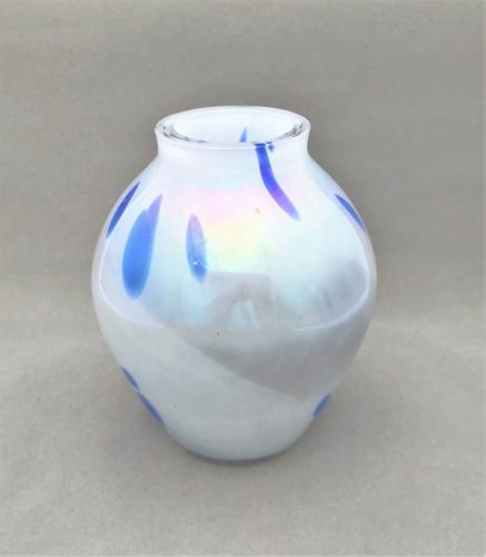 Attractive Art Glass Vase (1 of 4)
