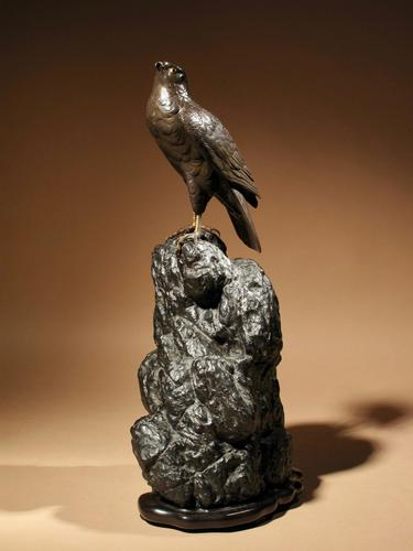 Very Decorative Bronze Model of a Hawk Sitting on a Craggy Rock (1 of 15)