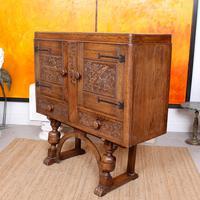 Carved Oak Sideboard Cupboard (11 of 13)