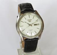 Gents Seiko 5 Automatic Wrist Watch (2 of 5)