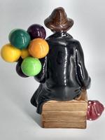 Royal Doulton Figurine 'The Balloon Man' - HN1954 (3 of 5)