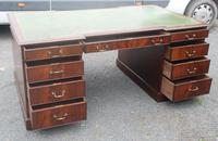 1960s Large Mahogany Partners Desk with Green Leather on Top (4 of 6)