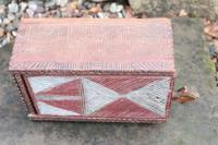 Scandinavian / Swedish 'Folk Art' painted & geometric chip-carved timplåda / sliding-lid box early 19th Century. (5 of 11)