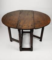 A Small 17th Century Gateleg Table. (6 of 14)