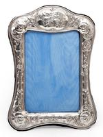 Victorian Silver Photo or Picture Frame Embossed with Reynolds Style Cherubs (2 of 5)
