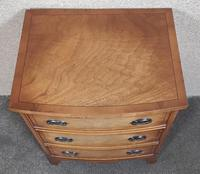 Small Mahogany Bow Front Chest In The Georgian Style / Bevan Funnell, Reprodux (5 of 8)