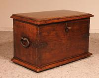 Small Spanish Chest in Walnut 17th Century (8 of 10)