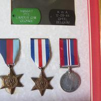 Family group of WW1/2 Medals one KIA (5 of 5)