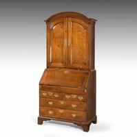 Extremely Well-drawn Mid 18th Century Oak Bureau Cabinet (2 of 5)