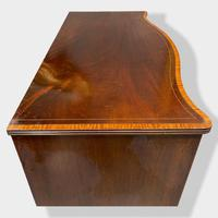 Georgian Serpentine Chest of Drawers with Satinwood Banding (6 of 12)