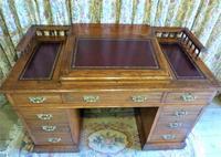 Edwardian Oak Pedestal Desk with Gallery (2 of 9)