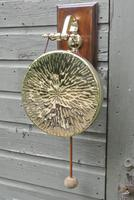 Quality Victorian William Tonks Large Brass Dinner Gong with Oak Back Board c.1900 (2 of 11)