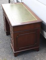 1960s Mahogany Pedestal Desk with Green Leather Inset on Top (2 of 3)