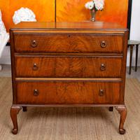 Walnut Chest of Drawers Queen Anne Style c.1920 (2 of 11)
