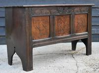 Handsome Early 18th Century Oak Coffer / Blanket Box / Chest c.1700 (6 of 8)