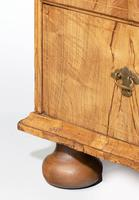 Queen Anne Period Chest of Drawers (5 of 6)