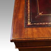 Victorian 137cm Mahogany Pedestal Desk (2 of 10)