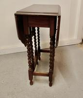 This is a Good Solid Oak Victorian Gateleg Table (2 of 7)