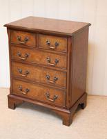 Small Proportioned Walnut Chest of Drawers (3 of 10)