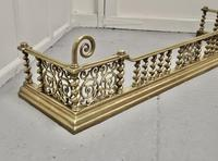 Superb Quality and design 19th Century Heavy Brass Fender (4 of 5)