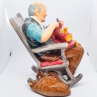 Royal Doulton The Toy Maker HN 2250 (3 of 5)