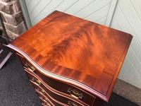 Serpentine Mahogany Slim Chest Drawers (5 of 8)
