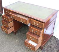 1960's Mahogany Pedestal Desk with Green Leather Inset (2 of 4)