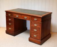 Late 19th Century Walnut Pedestal Desk c.1895 (10 of 10)