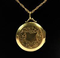 Edwardian Engraved 9ct Yellow Gold Locket Pendant (2 of 10)