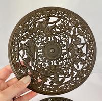 Pair of 19th Century Coalbrookdale Cast Iron Plates c.1880 (4 of 6)