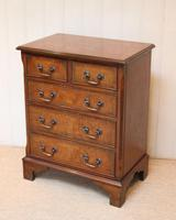 Small Proportioned Walnut Chest of Drawers (9 of 10)