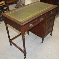 1930s Oak Desk with Green Leather Inset '1 Piece' (3 of 4)