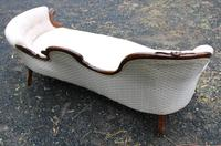 1960s Elegant Carved Mahogany Double Spoonback Chaise in Cream (4 of 4)