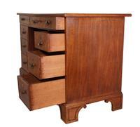 Kneehole Desk (2 of 6)