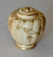 Superb Worcester Royal Porcelain Co. Blush Ivory Lidded Vase 1890 (2 of 9)