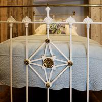 Antique White Decorative Brass & Iron Victorian Single Bedstead (3 of 7)