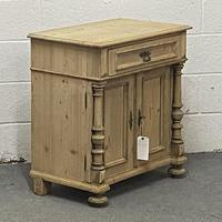 Attractive Old Pine Cupboard (4 of 4)