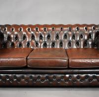 20th Century Brown Leather Buttoned Back Chesterfield Sofa (3 of 7)