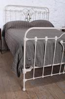 Very individual and fashionable king size bed (3 of 7)